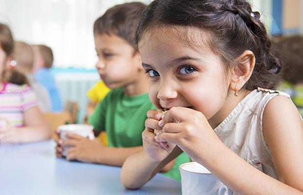 Hastalıklara sebep  olan çocuk atıştırmalıkları