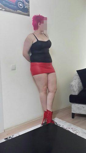 Şımarık beyaz tenli kadın Karmen